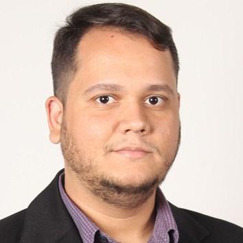 Professor Alan César Belo Angeluci