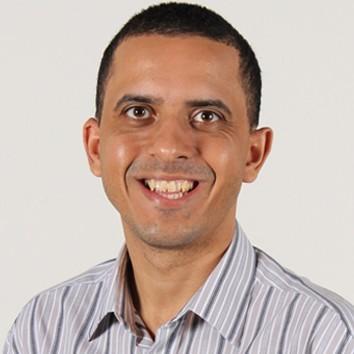 Professor Luciano Domingos da Cruz