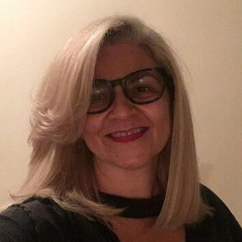 Professora Regina Albanese Pose